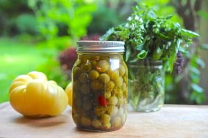 hot-pickled-green-tomatoes